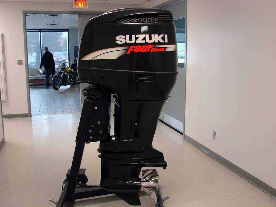 200hp four stroke outboard motors 2018 yamaha suzuki honda for Honda outboard motor sales